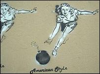 American Style. Una mujer lanza una bomba.