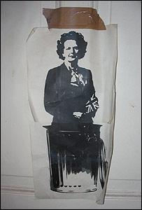 Obra de BA Stencil que muestra a la ex primera ministra británica Margaret Tatcher