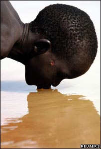 Sudanese boy drinking from a river (Reuters/Unicef)