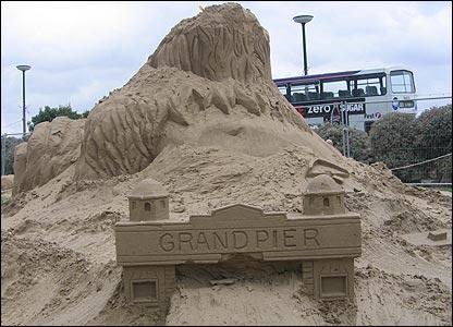 Grand pier sigh on sculpture (Judith Vowles)