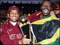 Ramnaresh Sarwan and Chris Gayle celebrate