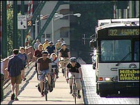 Cyclists and buses on the Hawthorn bridge