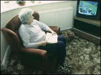 Mujer mirando la televisión