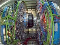 Detector gigante de partículas CMS (foto gentileza de CERN)