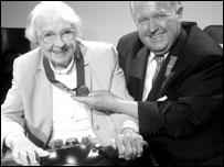Dr Gwynn a Hugh Thomas