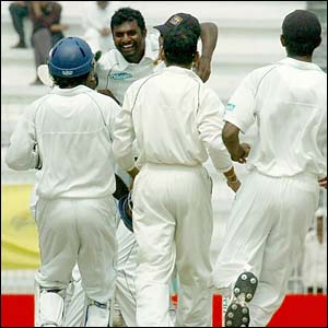 Sri Lanka celebrate Muralitharan's 600th Test wicket in the sceond Test against Bangladesh in Bogra