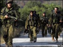 Soldados israelíes en la fontera entre Israel y Líbano