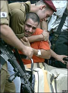 Soldado israelí lamenta la muerte de un compañero