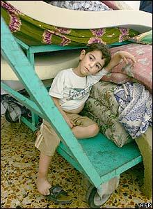 Niño desplazado libanés en Tiro
