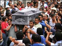 Protesters carry the dead man's coffin through Oaxaca's streets