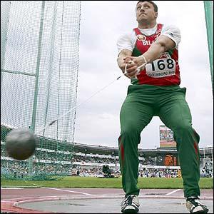 Tikhon es uno de los dos lanzadores involucrados por dopaje.