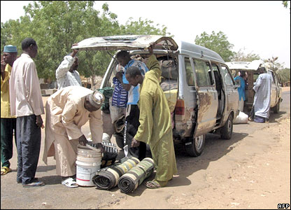 Minibuses being checked for poultry at a border point between Nigeria and Niger