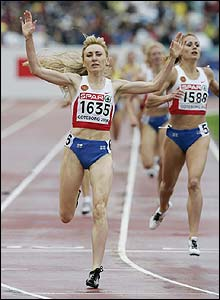 Russia's Tatyana Tomashova celebrates winning the 1500m gold medal