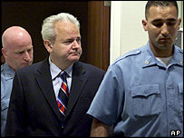 Slobodan Milosevic (centre) at The Hague tribunal, July 2001