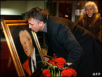 Milosevic loyalists kiss his portrait in Belgrade