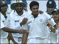 Team-mates congratulate Anil Kumble