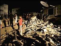 Resultados de un bombardeo aéreo en la Franja de Gaza