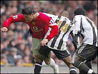 Newcastle's N'Zogbia and Babayaro combine to keep Ronaldo at bay