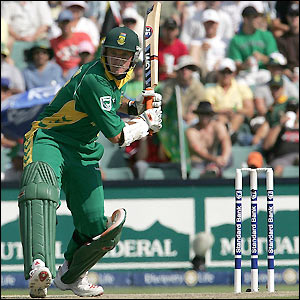 Graeme Smith hits 90 at a strike rate of 163.63