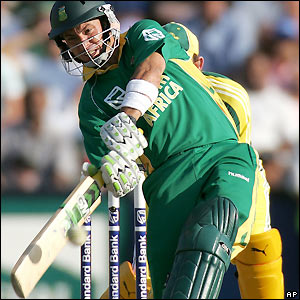 Herschelle Gibbs puts South Africa back in contention