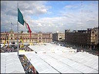 Campamentos de la resistencia civil pacífica en el zócalo de la ciudad de México