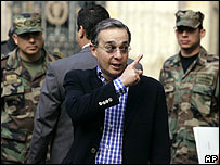 Álvaro Uribe, cuando estaba a punto de votar en Bogotá