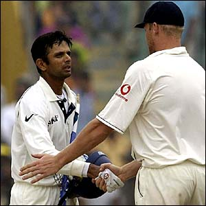 Rahul Dravid shakes hands with Andrew Flintoff