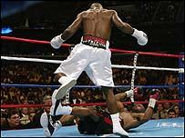 Glen Johnson knocks out Roy Jones Jr