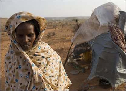 Fadir Adan Mahad near her shelter (Photo: Christian Aid / Mike Goldwater / Getty Images)