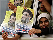 Displaced Lebanese children returning home display posters of Hezbollah leader Sheikh Hassan Nassrallah, 14 August 2006