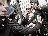 French students clash with police