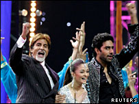 (L-R) Indian Bollywood stars Amitabh Bachchan, Aishwarya Rai and Abhishek Bachchan