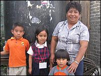 Familia sin agua en Iztapalapa