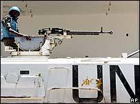 مدرعة تابعة لقوات الامم المتحدة (اليونيفل) في جنوب لبنان 15/08/2006