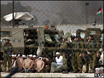 Israeli forces and captured Palestinian prisoners