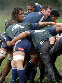 New Zealand practice a maul in training