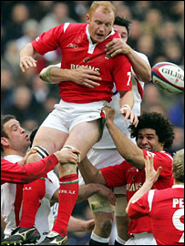 Martin Williams is challenged by Martin Corry in a line-out