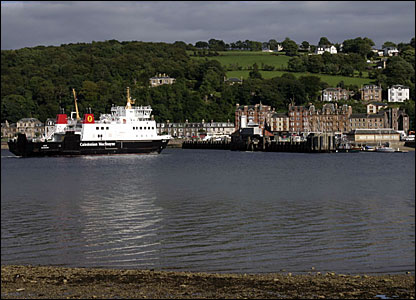 CalMac ferry arriving in Rothesay
