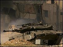 Israeli tank drives through Jericho prison compound