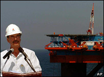 Mexican President Vicente Fox speaks in front of the Noxal 1 deep water drilling platform