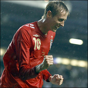 Peter Crouch makes it 3-0 in the 34th minute