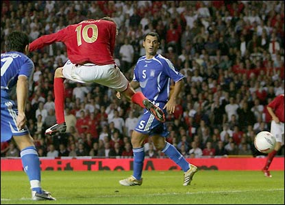 Peter Crouch beats the Greece defence again