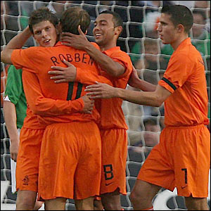 Holland's players celebrate Robben's goal