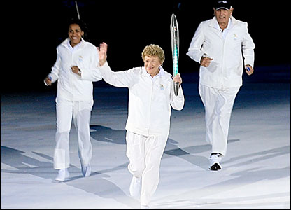 Governor of South Australia Marjorie Jackson-Nelson carries the baton, followed by Cathy Freeman and Ron Clarke Mayor of the Gold Coast
