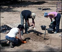 Argentine archaeologists working on the site of the dissident cemetery