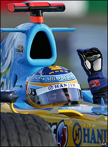 Fernando Alonso celebrates victory in the Japanese Grand Prix