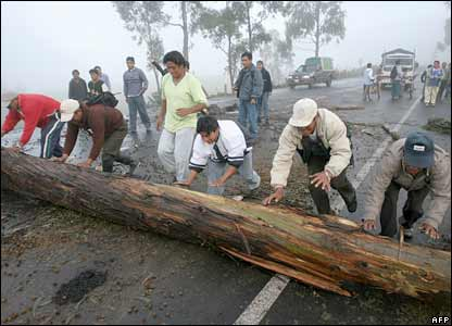 Members of the Santa Marianita de Puingulmi community block the Pan-American highway near the town of Oton