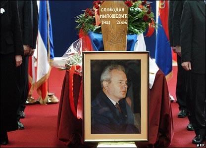 Гроб с телом Милошевича