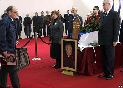 Прощание с телом Милошевича