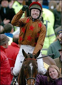 Mick Fitzgerald celebrates his win on board Fondmort